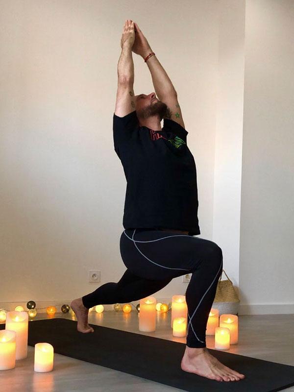 yoga-frejus-anjaneyasana